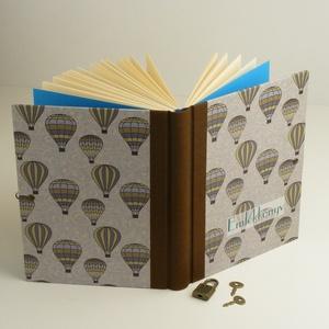 Emlékkönyv lakattal, két kulccsal. Titkos napló kisfiúknak, hőlégballonos borító, Otthon & lakás, Naptár, képeslap, album, Jegyzetfüzet, napló, Gyerek & játék, Könyvkötés, Papírművészet, Emlékkönyv lakattal, két kulccsal, kulcsos könyv, titkos napló kisfiúknak.\nKemény borító, nyomtatott..., Meska