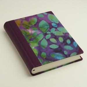 Napló (sima v. vonalas, kockás) vagy öröknaptár napi beosztással, lila bőr és batikolt hatású papír. Személyre szabható - Meska.hu
