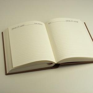 Személyes határidőnapló 2020-ra, napi beosztású naptár, napló. Mogyoróbarna vászonhatású borító, gravírozott, névvel (enciboltja) - Meska.hu