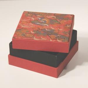 Díszdoboz, ajándékos doboz, tárolódoboz; papír és vászon kombinációja, a fedelén nyomtatott papír japános mintával - Meska.hu