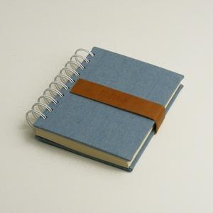 Spirálozott notesz, spirálfüzet kemény táblával, farmervászon borítóval, bőrszíjjal. Mágnessel záródik, Férfiaknak, Naptár, jegyzet, tok, Könyvkötés, Papírművészet, Spirálozott notesz, spirálfüzet kemény táblával, farmervászon borítóval, bőrszíjjal. \n\nA kemény tábl..., Meska