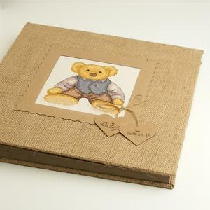 Macis fotóalbum babáknak, kisgyerekeknek, zsákvászon album kislányoknak vagy kisfiúknak, keresztszemes hímzett mackóval, Otthon & Lakás, Papír írószer, Album & Fotóalbum, Könyvkötés, Hímzés, Macis fotóalbum babáknak, kisgyerekeknek, zsákvászon album kislányoknak vagy kisfiúknak, keresztszem..., Meska