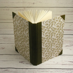Regiszteres könyv, B5 méretű. Kézzel fűzött, vonalas regiszteres lapok, valódi bőr gerinc és sarkok, nyomtatott papír (enciboltja) - Meska.hu