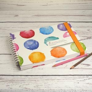 Spirálos rajzfüzet narancssárga gumival, színes borítókkal, idézettel. Fekvő formájú, A4 méretű, Otthon & Lakás, Papír írószer, Jegyzetfüzet & Napló, Könyvkötés, Papírművészet, Spirálos rajzfüzet narancssárga gumival, színes borítóval, idézettel. Fekvő formájú, A4 méretű. Szép..., Meska