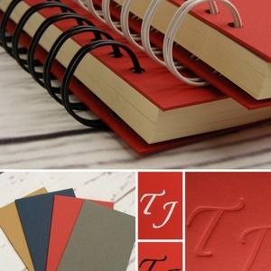 Piros spirálfüzetek, szettben olcsóbb: 2 db A5-ös spirálfüzet. Személyre szabható, névvel, keresztnévvel, monogrammal - Meska.hu