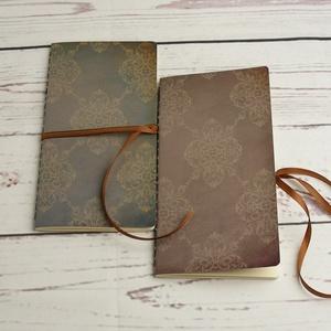 2 db-os füzetcsomag, régimódi, vintage füzetek damasztmintás borítóval, keskeny, hosszúkás forma, szaténszalag átkötő - Meska.hu