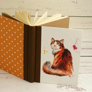 Macskás napló üres lapokkal, A5 notesz vászon gerinccel, kézzel fűzött emlékkönyv, jegyzetelő macskával, hátul pöttyös, Jegyzetfüzet & Napló, Papír írószer, Otthon & Lakás, Könyvkötés, Papírművészet, Macskás napló üres lapokkal, A5 notesz vászon gerinccel, kézzel fűzött emlékkönyv, jegyzetelő macská..., Meska