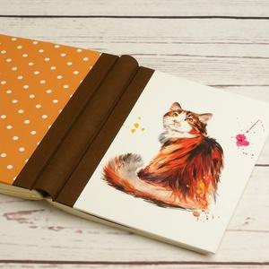 Macskás napló üres lapokkal, A5 notesz vászon gerinccel, kézzel fűzött emlékkönyv, jegyzetelő macskával, hátul pöttyös - Meska.hu