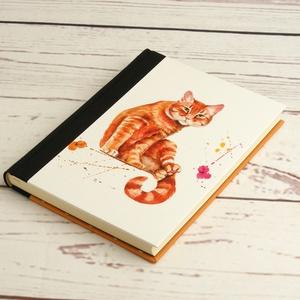 Napló macskásoknak, üres lapos A5 notesz vászon gerinccel, kézzel fűzött macskás emlékkönyv, jegyzetelő, hátul pöttyös, Otthon & lakás, Naptár, képeslap, album, Jegyzetfüzet, napló, Naptár, Könyvkötés, Papírművészet, Napló macskásoknak, üres lapos A5 notesz vászon gerinccel, kézzel fűzött macskás emlékkönyv, jegyzet..., Meska