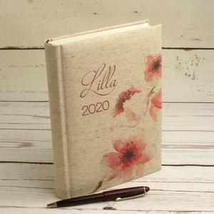Napi beosztású határidőnapló 2020-ra, névvel. Névreszóló naptár, napló párnázott, cseresznyevirágos natúr vászon borító, Otthon & lakás, Naptár, képeslap, album, Jegyzetfüzet, napló, Naptár, Könyvkötés, Mindenmás, Napi beosztású határidőnapló 2020-ra, névvel. Névreszóló naptár, napló párnázott, cseresznyevirágos ..., Meska