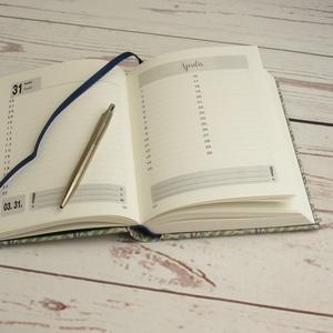 Napi beosztású határidőnapló 2020-ra, névvel. Személyre szabható, névreszóló naptár, napló mintás, natúr vászon borító (enciboltja) - Meska.hu
