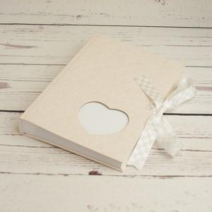 Fehér esküvői fotóalbum, fényképalbum esküvőre, album ajándékba, nászajándék az ifjú párnak, szív alakú ablak, szalag, Esküvő, Nászajándék, Könyvkötés, Papírművészet, Fehér esküvői fotóalbum, fényképalbum esküvőre, album ajándékba, nászajándék az ifjú párnak. Szív al..., Meska