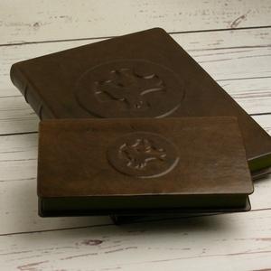 Valódi bőr dobozok íróasztalra, 2 db-os szett, férfiaknak. Levélpapírok, boríték és névjegykártya tárolására, ajándékkal, Íróasztali tároló, Tárolás & Rendszerezés, Otthon & Lakás, Könyvkötés, Bőrművesség, Valódi bőr dobozok íróasztalra, 2 db-os szett, férfiaknak. Levélpapírok, boríték és névjegykártya tá..., Meska