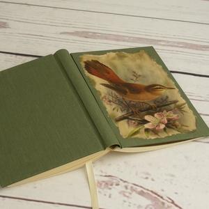 Madaras napló, kisméretű kézzel fűzött üres könyv, jegyzetelő. Zöld vászon borító, üres lapok. Régies, vintage stílus, Otthon & Lakás, Papír írószer, Jegyzetfüzet & Napló, Papírművészet, Könyvkötés, Madaras napló, kisméretű kézzel fűzött üres könyv, jegyzetelő. Zöld vászon borító, üres lapok. Régie..., Meska