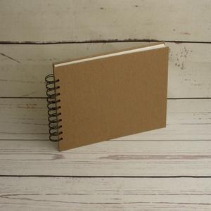 B5-ös, fekvő formájú, kemény borítós díszíthető album, fotóalbum. Spirálozott fényképalbum, natúr csomagolópapír borítás, Otthon & Lakás, Papír írószer, Album & Fotóalbum, Könyvkötés, B5-ös, fekvő formájú, kemény borítós díszíthető album, fotóalbum. Spirálozott fényképalbum, natúr cs..., Meska