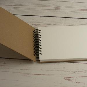 B5-ös, fekvő formájú, kemény borítós díszíthető album, fotóalbum. Spirálozott fényképalbum, natúr csomagolópapír borítás - Meska.hu