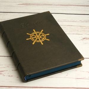 Hajónapló, bőrnapló hajósoknak, emlékkönyv, vendégkönyv, szürke valódi bőr napló, arany színű hajókerékkel, kézzel fűzve, Jegyzetfüzet & Napló, Papír írószer, Otthon & Lakás, Könyvkötés, Papírművészet, Hajónapló, bőrnapló hajósoknak, emlékkönyv, vendégkönyv, szürke valódi bőr napló, arany színű hajóke..., Meska