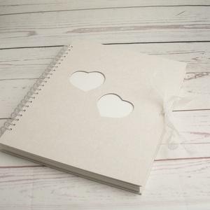 Hófehér esküvői fotóalbum, spirál kötés, fehér lapok és pókpapír, szív alakú ablakocskák, organza szalag, Esküvő, Emlék & Ajándék, Album & Fotóalbum, Könyvkötés, Papírművészet, Nagyméretű, álló formájú esküvői fotóalbum fehér borítóval, elülső borítón két szív alakú ablakocska..., Meska