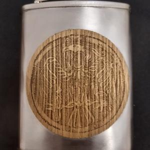 Furnérozott flaska, Otthon & Lakás, Rakamazi turul mintára égetett két oldalról fenyő furnérozott rozsdamentes pálinkás flaska., Meska