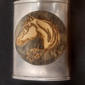Furnérozott flaska, Otthon & Lakás, Lófej mintára égetett két oldalról fenyő furnérozott rozsdamentes pálinkás flaska festve, aurózva...., Meska