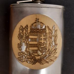 Furnérozott flaska, Otthon & Lakás, Magyar címer mintára égetett két oldalról jávor furnérozott rozsdamentes pálinkás flaska, aurózva...., Meska