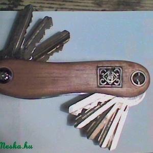 Kulcsos Bicska - egyszerű fém, gyöngy, vagy swarovsky dísszel (Endlos) - Meska.hu