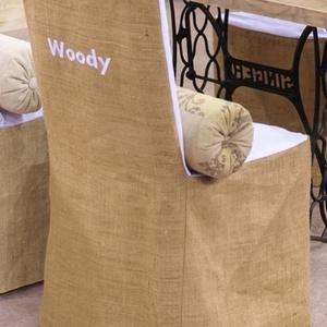 Egyedi  székhuzat , Otthon & lakás, Lakberendezés, Huzat székekre !Zsákvászon és fehér vászonnal ötvözve ,hímezve különböző nevekkel .Rendelhető bármil..., Meska