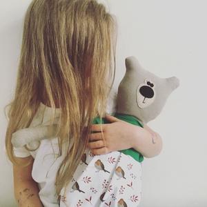 Medvina öltöztethető maci kis ruhában, Játék & Gyerek, Plüssállat & Játékfigura, Maci, Varrás, Újrahasznosított alapanyagból készült termékek, Medvina 50cm magas, 100% gyapjú filcből és 100% újrahasznosított pamutból készült.\nKérhető 100% kárt..., Meska