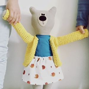 Medvina öltöztethető maci szoknyában és pólóban, Játék & Gyerek, Plüssállat & Játékfigura, Maci, Varrás, Újrahasznosított alapanyagból készült termékek, Medvina 50cm magas, 100% gyapjú filcből és 100% újrahasznosított pamutból készült.\nKérhető 100% kárt..., Meska
