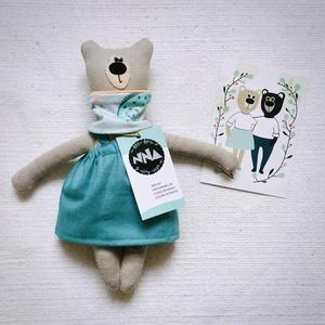 Medvina kifordítható sállal, canvas szoknyában, 28cm, Játék & Gyerek, Plüssállat & Játékfigura, Maci, Varrás, A fenntartható gyermekkor és a környezettudatosság jegyében készült Medvina, aki Medvendel barátja, ..., Meska