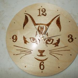 Falióra, Egyéb, Otthon & lakás, Képzőművészet, Lakberendezés, Pirográf  technikával mintázott fali óra. Átmérője :22 cm.Más méretben és mintával is elkészítem ,ke..., Meska