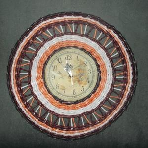 Fali óra, Otthon & Lakás, Dekoráció, Falióra & óra, Fonás (csuhé, gyékény, stb.), Papírból font fali óra,átmérője 37 cm. Egyedi ajándék lehet bármilyen alkalomra vagy saját részre. C..., Meska