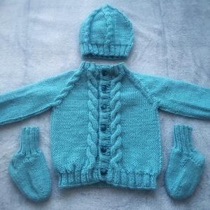 Kék kötött pulóver sapkával és zoknival - Meska.hu
