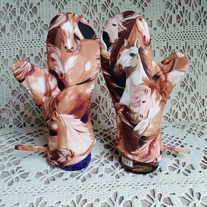 Edényfogó kesztyű Ló imádóknak ! 1 pár, Otthon & lakás, Konyhafelszerelés, Edényfogó, Varrás, Lovas vászon anyagból készült !\nBélésük teflon anyag ! A kesztyű kifordítva is használható ! FREGOLI..., Meska