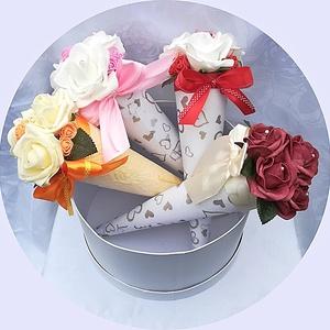 Habrózsa csokor szett (4 db), Dekoráció, Otthon & lakás, Lakberendezés, Esküvő, Virágkötés, A szett 4 db kúp alakú habrózsa csokrot tartalmaz tetszőleges színekben.\n\nPedagógusoknak, óvónénikne..., Meska