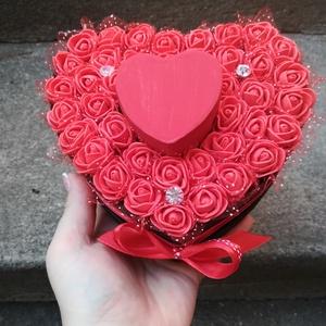 Egyedi ékszertartó rózsadoboz, Ékszerdoboz, Ékszertartó, Ékszer, Virágkötés, Eljegyzés? Esküvő? Évforduló? Egyedi rózsabox beépített ékszertartó dobozkával, ahova a gyűrű(k) vag..., Meska
