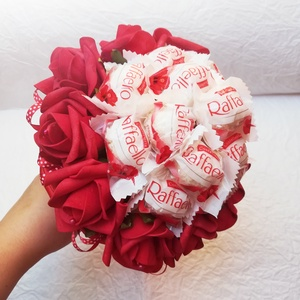 Raffaello bonbon csokor, Otthon & lakás, Lakberendezés, Dekoráció, Csokor, Virágkötés, A csokor 14 db Raffaello golyót és 10 db piros habrózsát tartalmaz.\nIdeális ajándék ballagásra, szül..., Meska