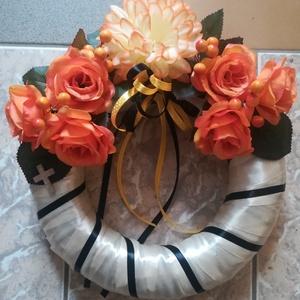 Narancs rózsás koszorú, Otthon & lakás, Dekoráció, Dísz, Lakberendezés, Koszorú, Virágkötés, Elegáns koszorút szeretnél vinni a temetőbe? Tartós koszorút készítettem narancs selyemrózsákkal, kr..., Meska