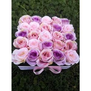Vintage hangulatú selyemvirág doboz, Anyák napja, Ünnepi dekoráció, Dekoráció, Otthon & lakás, Lakberendezés, Esküvő, Virágkötés, Vintage hangulatú 25 szálas selyemrózsa doboz. Méltó ajándék születésnapra vagy évfordulóra.\nEgy vin..., Meska