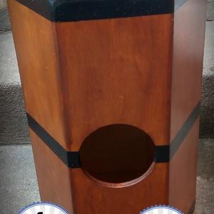 Double Djembe Cajon, DUPLA ütőfelületű, ölbe vehető dob, Művészet, Hangszer & Hangszertok, Famegmunkálás, Festett tárgyak, Ha tradicionálisabb fa perkára vágysz. Az egyik oldala klasszikus djembe,\nmíg a másik erőteljes perg..., Meska