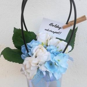 AKCIÓS! Kék és fehér hortenziás virágtáska, Táska, Kiegészítők, Esküvő, Virágkötés, Kifinomult virág táska, mely pazar kiegészítője lesz az alkalmi ruhádnak.\nElsősorban menyasszonyokna..., Meska