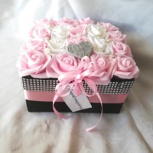 Csajos pink rózsabox 18 szál, Csokor & Virágdísz, Dekoráció, Otthon & Lakás, Virágkötés, Igazán csajos rózsadobozra vágysz? Vagy ajándékötletet keresel?\nSzületésnapra, névnapra, vagy csak ú..., Meska