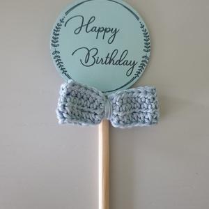 Szuletésnapi torta dekoráció / kisfiúknak / torta dísz, Dekoráció, Otthon & lakás, Ünnepi dekoráció, Horgolás, Papírművészet, kézzel készult horgolt masnis torta dekoráció.\nSzuletesnapi tortánk nagyszeru dísze lehet.\n\nKét mére..., Meska
