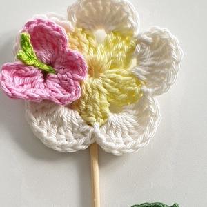 Tavaszi horgolt pillangós virág  be szúró/ajándék/virág dekor/ajándék kísérő  (Eracrochetdesign) - Meska.hu