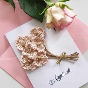 Horgolt dekorációs üdvözlő lap/horgolt virágos üdvözlő lap/egyedi ajándék , Otthon & lakás, Dekoráció, Kép, Horgolt virágokból álló csokros üdvözlő lap. Egyedi jándék lehet születésnapra/anyáknapjara/üdvözlet..., Meska