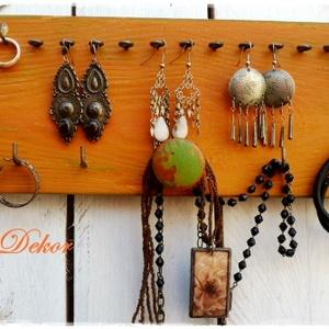 Bohém narancs- ÉKSZERTARTÓ TÁBLA , Ékszer, Ékszertartó, Fali ékszertartó, Festett tárgyak, Bohém ékszertartó tábla narancs színben.\nFestett fa tábla dekoratív színekben és mintákkal.\n Fülbeva..., Meska