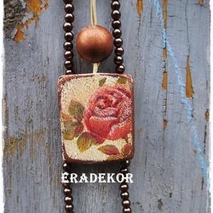 Bohém, virágos nyaklánc gyöngyökkel, Ékszer, Nyaklánc, Medálos nyaklánc, Decoupage, transzfer és szalvétatechnika, Festett tárgyak, Virág mintás fa nyaklánc és bronz színű gyöngyös nyaklánc együtt.\nEzek a BOHÉM stílusú, fa nyaklánco..., Meska
