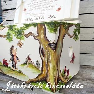 Az erdő meséje kincsesláda, Játék & Gyerek, Babalátogató ajándékcsomag, Festett tárgyak, Kisfiúnak készült ez a sünis, erdős játéktároló láda.\nNévre szóló ajándék, örök emlék és hasznos  ki..., Meska