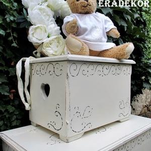 Emlék láda a baba érkezésére, Esküvő, Emlék & Ajándék, Festett tárgyak, Festett fa láda,  romantikus  vintage, emlék,  esküvőre, keresztelőre.\n Fehér, antikolt, viaszolt fa..., Meska