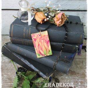 Pasztell  tulipán , Ékszer, Nyaklánc, Medál, Decoupage, transzfer és szalvétatechnika, Festett tárgyak, Virágmintás nyaklánc antikolt fa medálon. \nA fa medálokat  én készítem , különböző  méretű és vastag..., Meska